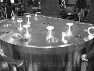 Customized D-shape vacuum chambers